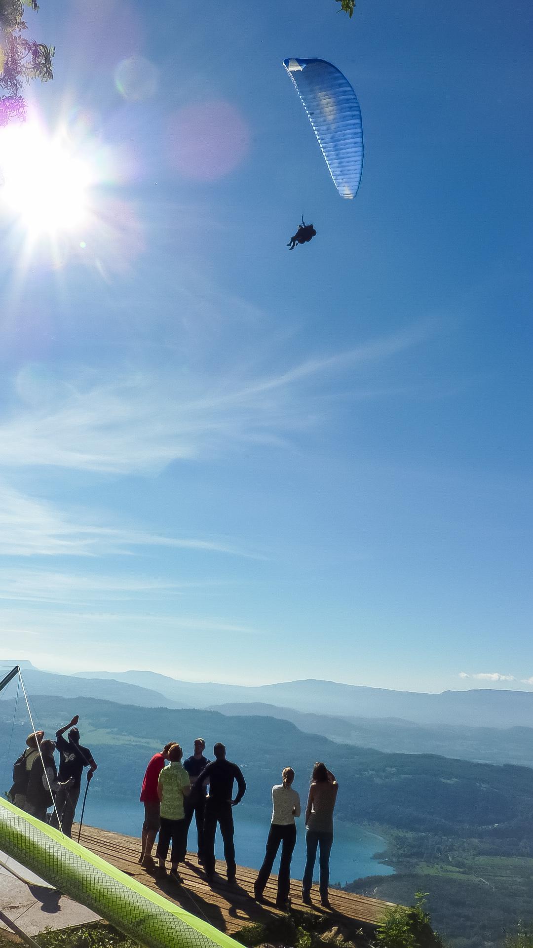 Foto van deltavliegstart met parapente